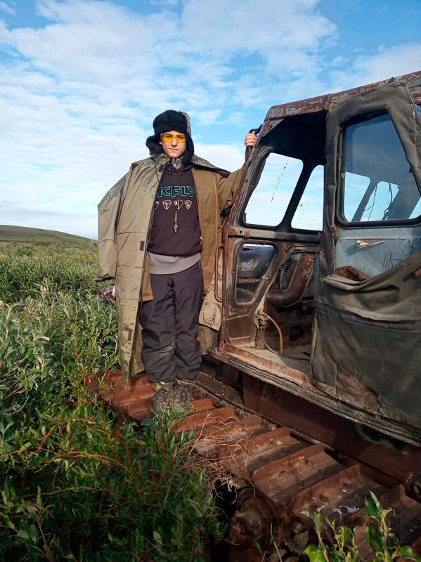 Трактор посреди тундры