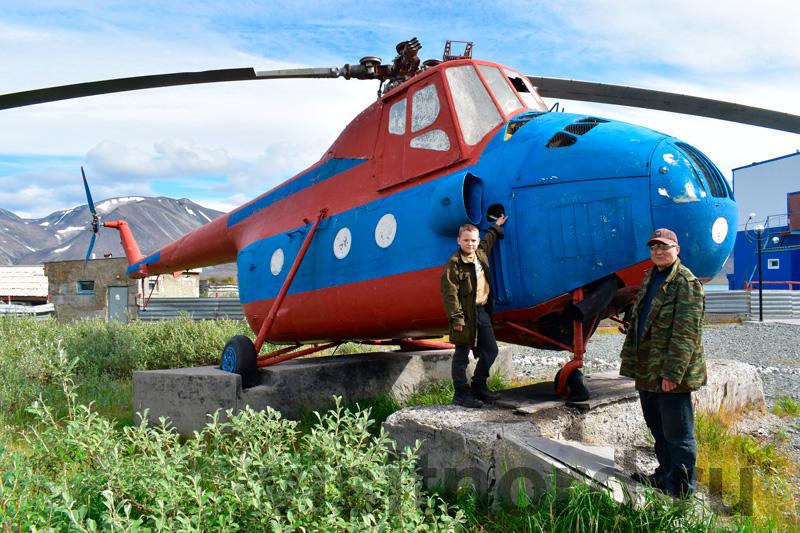 Памятник вертолету в Эгвекинот