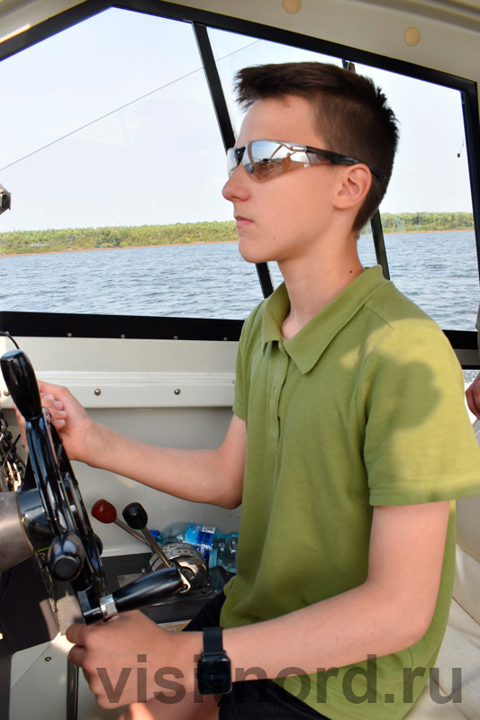 Капитан на катере