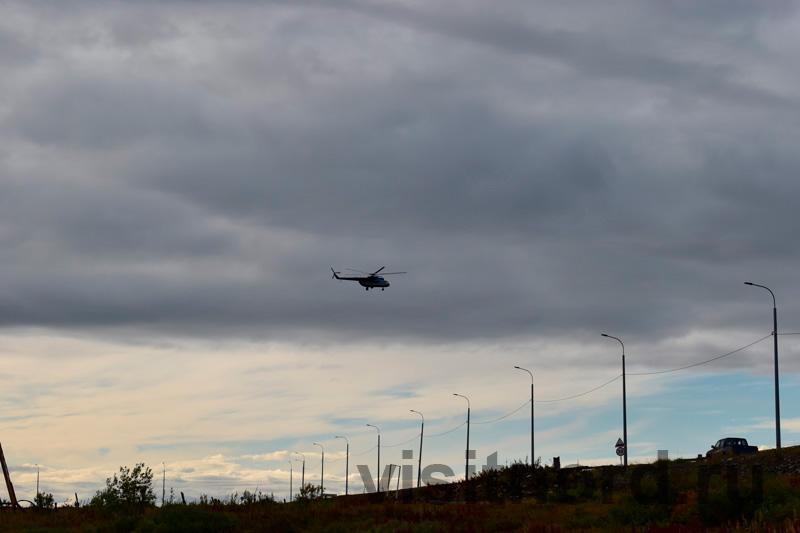 Вертолет заходит на посадку
