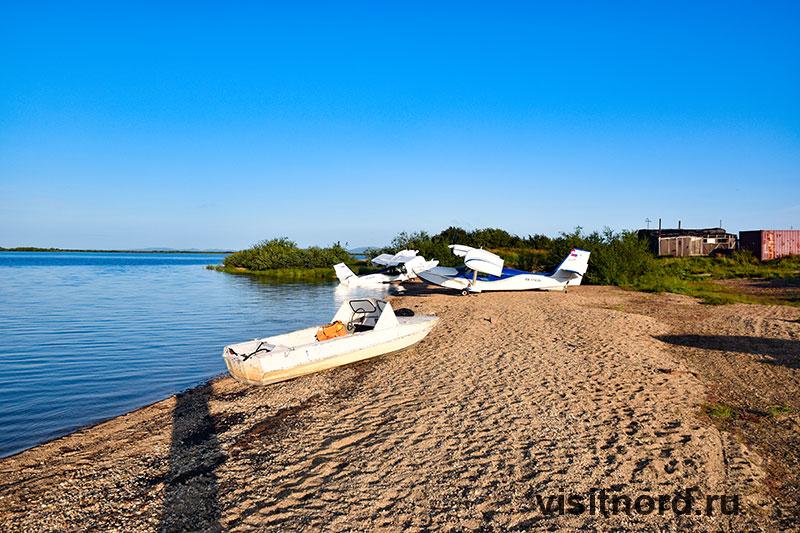 Самолеты на берегу в Краснено